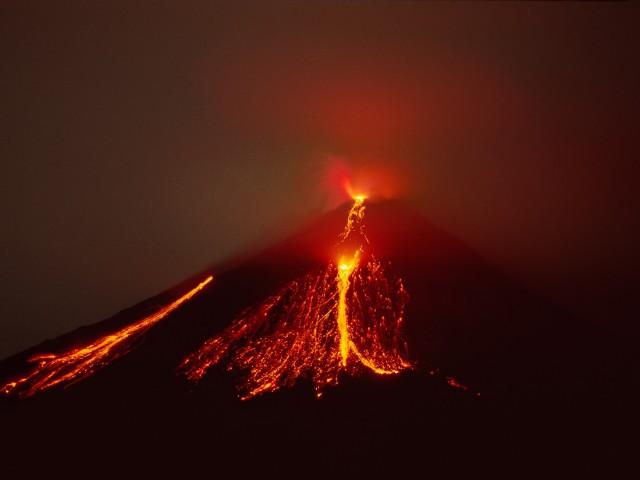 Incandescent Lava Blocks and Strombolian Eruption