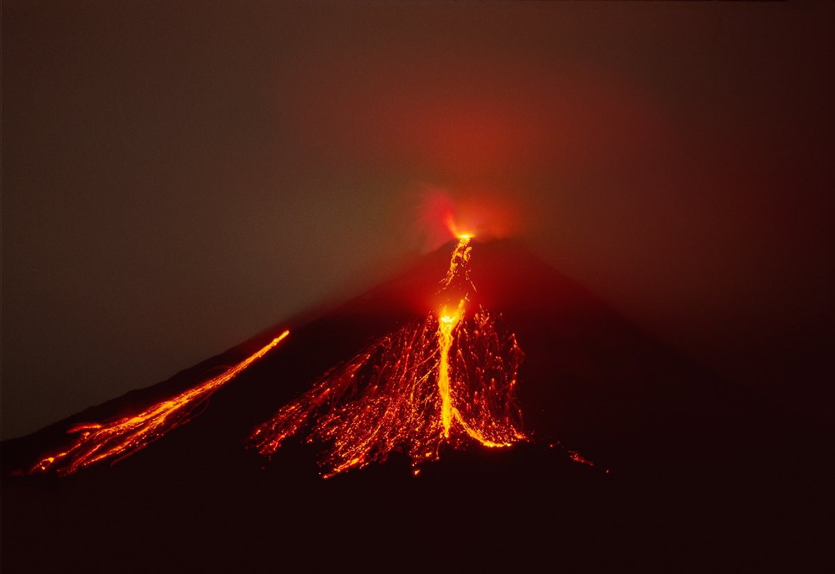 Arenal_Night_Lava_1B