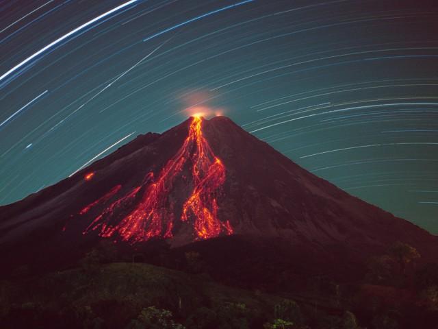 Incandescent Lava Blocks, Star Trails and Meteor