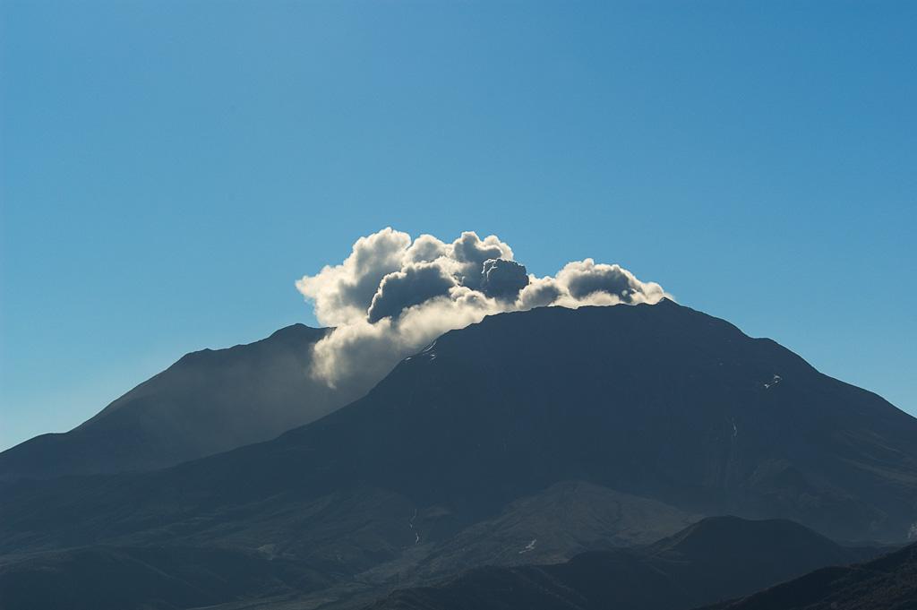 Ash_Eruption1_-_10-4-04