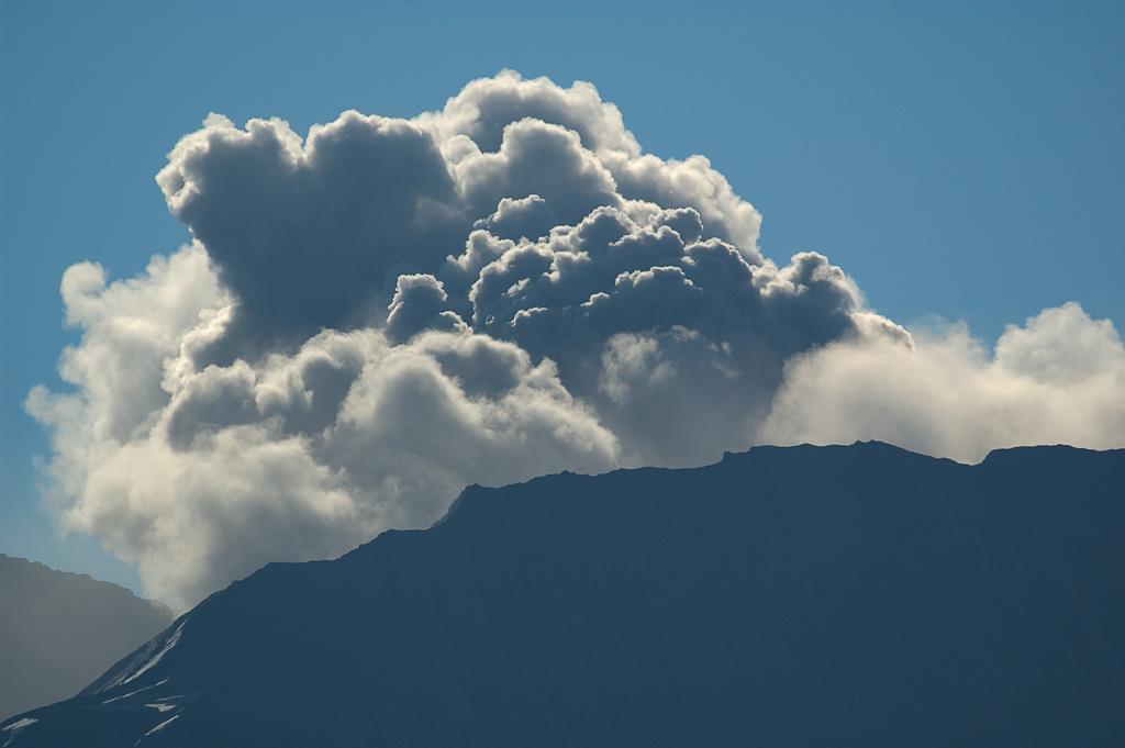 Ash_Eruption2_-_10-4-04