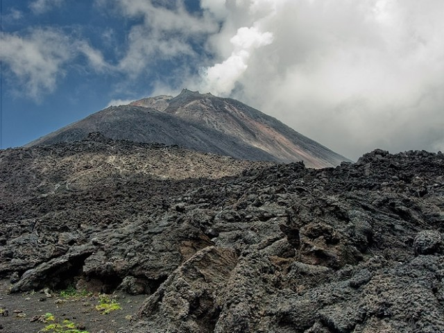 Pacaya Volcano – Gas Eruption and Lava