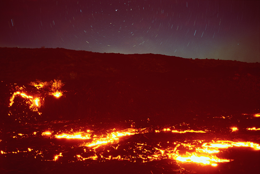 Hawaii_-_Kilauea_Night_Lava_-_Star_Trails