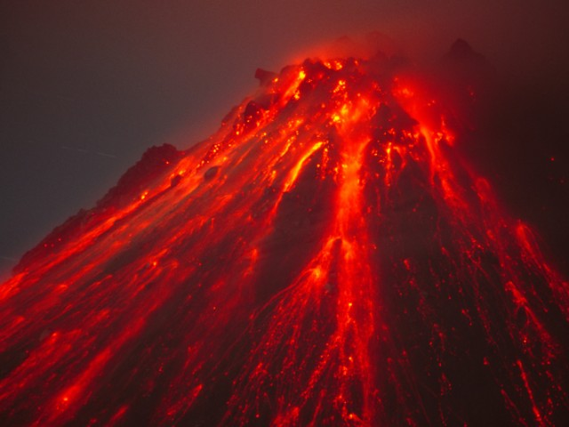 Lava Spines and Incandescent Blockfall at the Summit of the Soufriere Hills Volcano